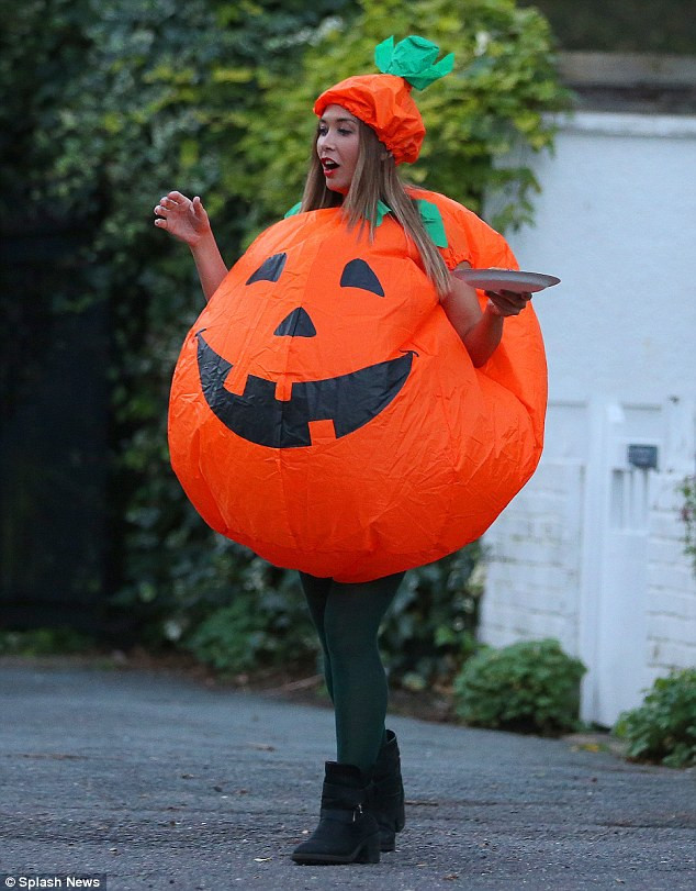 Pumpkin Costume DIY  Myleene Klass goes trick or treating with her children Ava