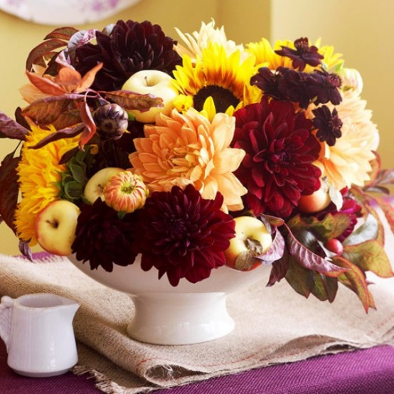 Thanksgiving Flower Centerpiece  42 Amazing Flower Decorations For A Thanksgiving Table