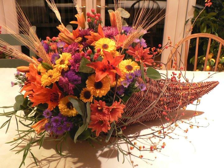 Thanksgiving Flower Centerpieces  40 best Cornucopia Centerpieces images on Pinterest