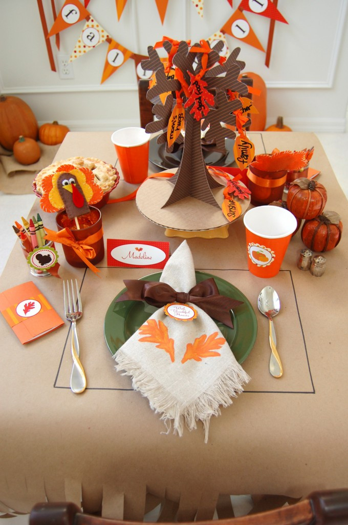 Thanksgiving Kids Table  16 Thanksgiving Table Ideas table setting