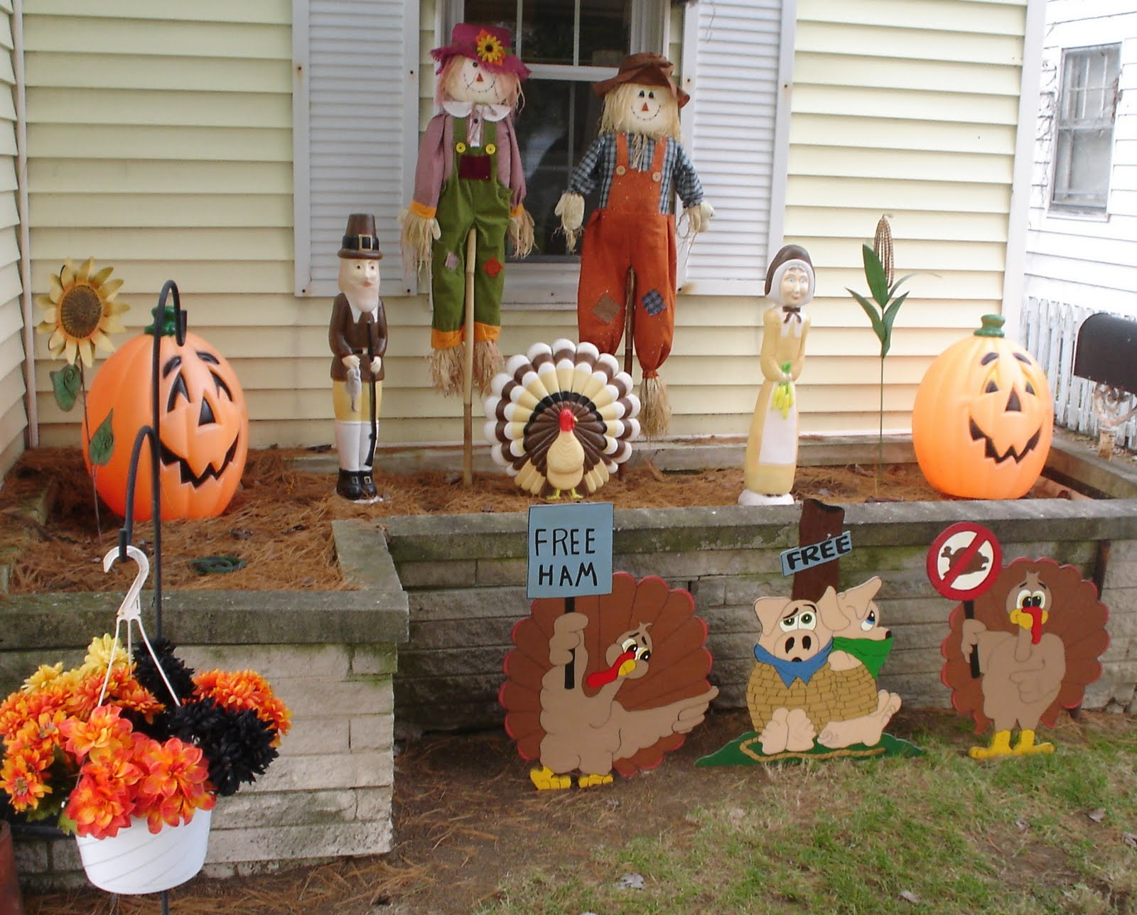 Thanksgiving Outdoor Decorations  The TSGS Cruiser 11 22 09 11 29 09