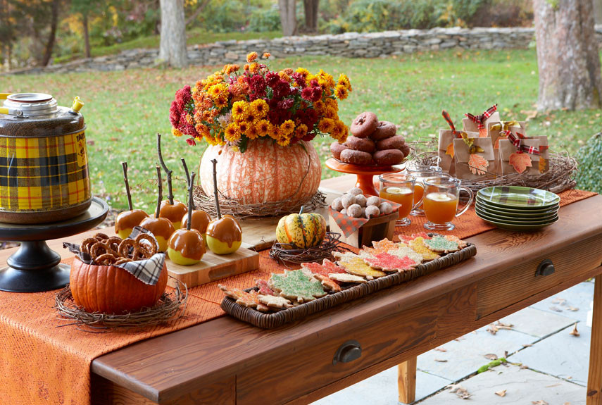 Thanksgiving Table Decor Ideas  27 Easy Thanksgiving Centerpieces for Your Holiday Table