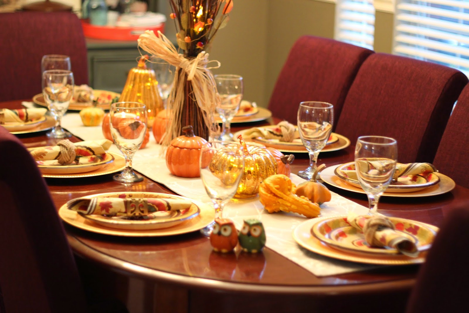 Thanksgiving Table Ideas  The Apron Gal Thanksgiving Table Decorating Ideas
