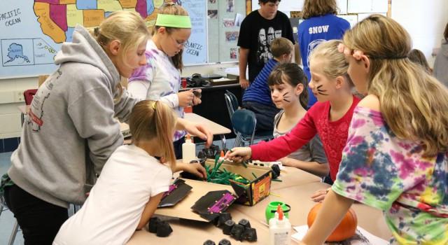 Third Grade Halloween Party Ideas  8th Grade Hosts Halloween Party for 2nd Grade