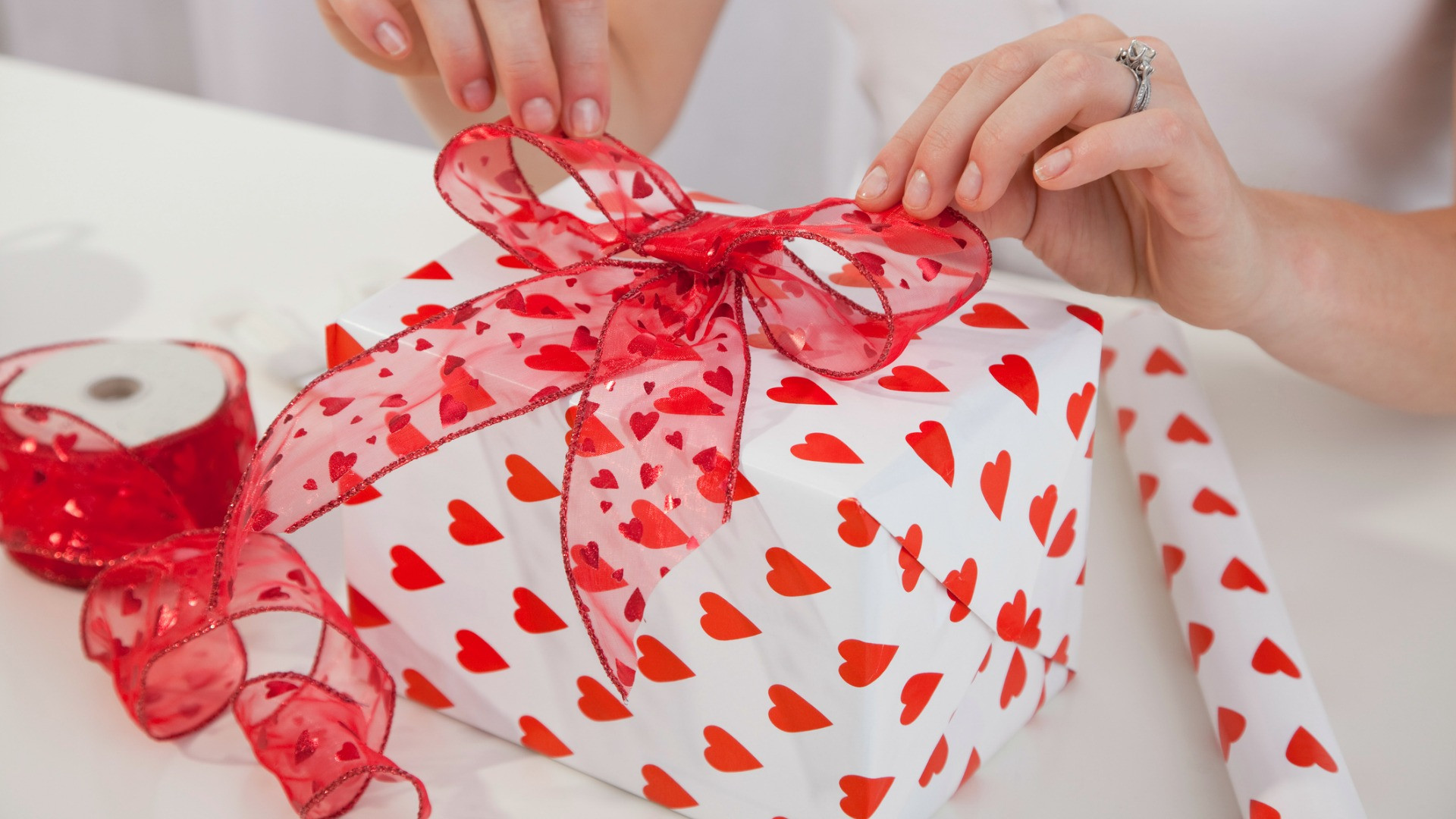 Valentines Gift Ideas For Husband  25 Valentine s Day Gifts for Your Husband Something They
