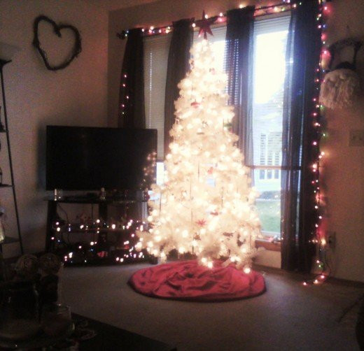 Apartment Sized Christmas Tree  Simple Ways to Effectively Decorate a Small Apartment for