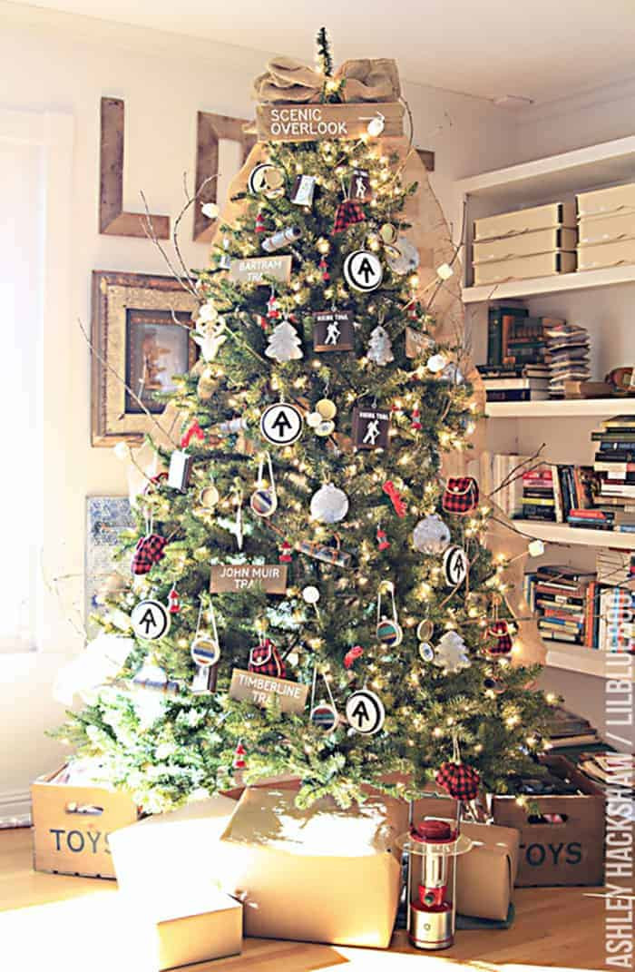 Cabin Christmas Tree  25 of the Most Inspiring Rustic Christmas Trees