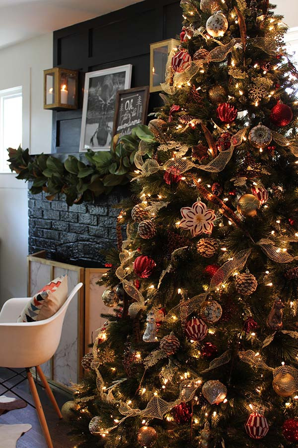 Cabin Christmas Tree  Christmas Decorating With a Luxe Christmas Lodge Theme