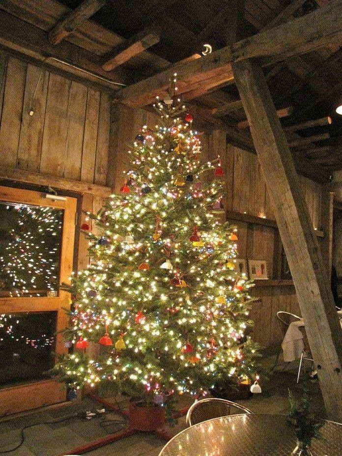 Cabin Christmas Tree  40 Pretty Rustic Christmas Tree Decorating Ideas For