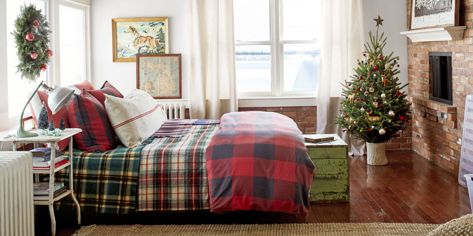Christmas Bedroom Decorating Ideas  Christmas Bedroom Decorating Ideas Farmhouse Christmas