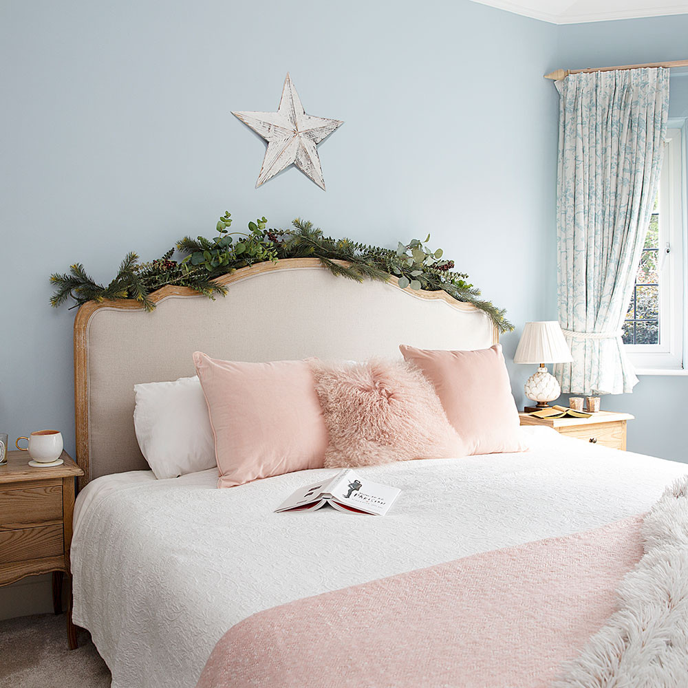 Christmas Bedroom Decorating Ideas  Christmas bedroom decorating ideas that will make your