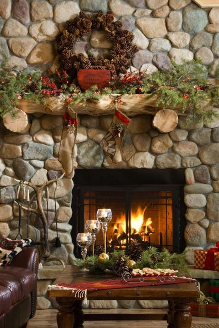 Christmas Decoration Fireplace Mantel  10 Country Christmas Decorating Ideas