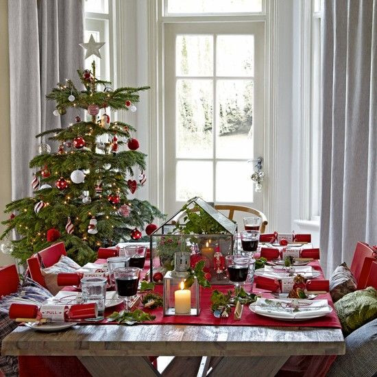 Christmas Dining Room  37 Stunning Christmas Dining Room Décor Ideas DigsDigs