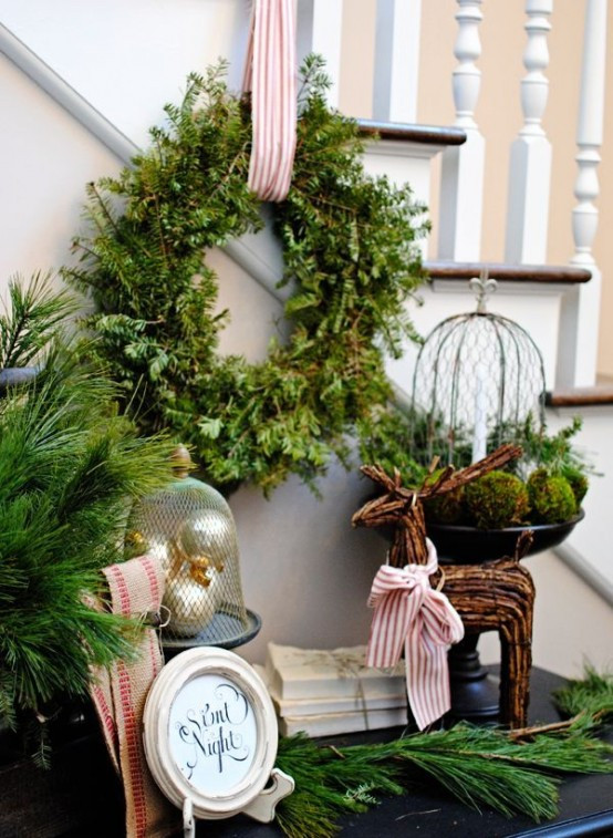 Christmas Entryway Sets  23 Wel ing And Cozy Christmas Entryway Décor Ideas