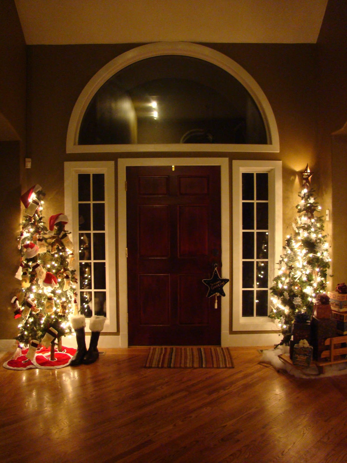 Christmas Entryway Trees  Entryways Decorated For Christmas