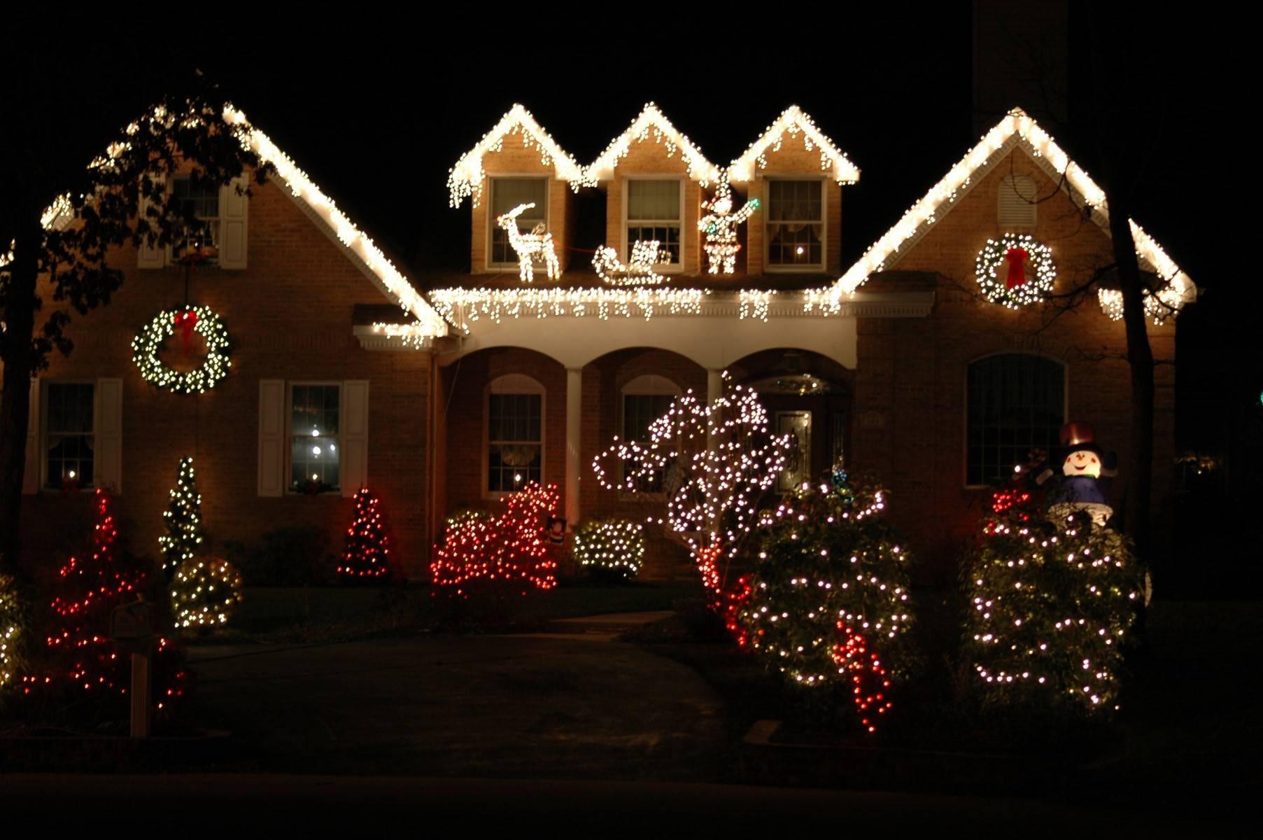 Christmas Rooftop Decorations  Charlotte Real Estate Agent Huntersville NC Tree Light