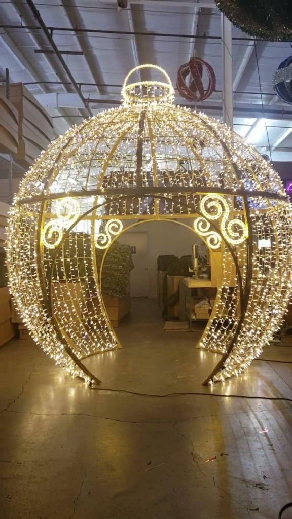 Christmas Rooftop Decorations  mercial Animated Christmas display – Temple Display