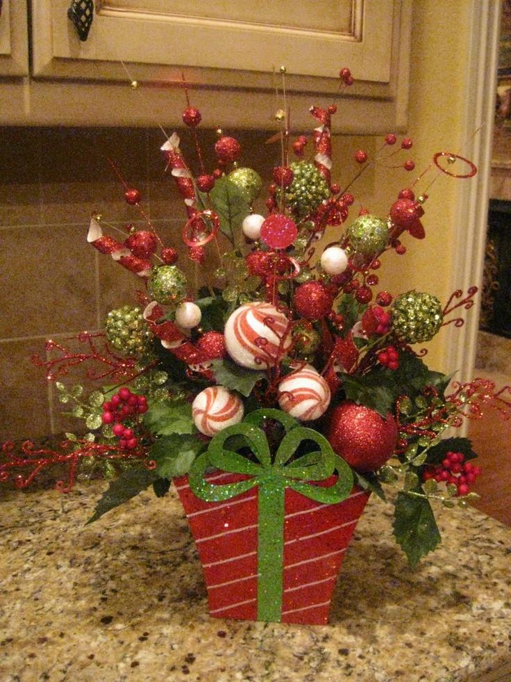 Christmas Tree Flower Arrangement  32 best Christmas Centerpieces images on Pinterest