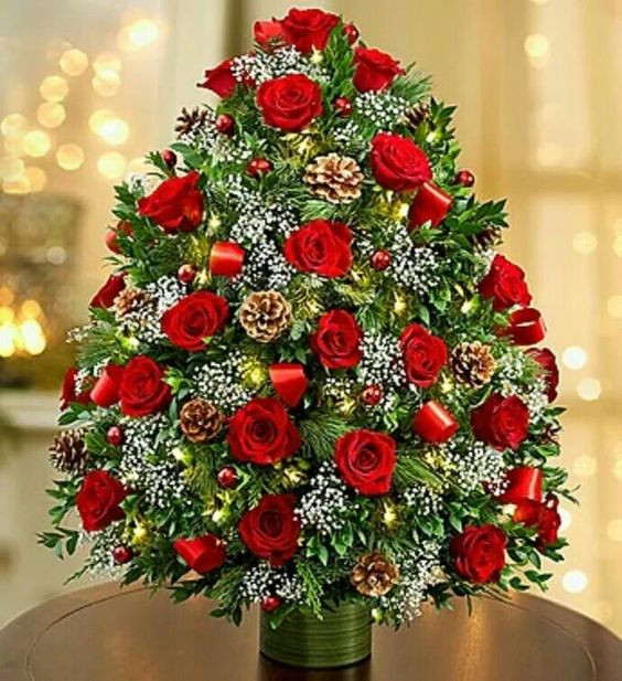 Christmas Tree Flower Arrangement  20 Chic Christmas Flower Arrangements Shelterness