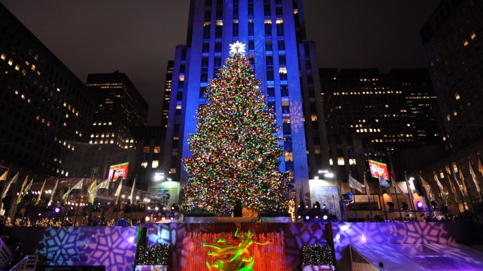 Christmas Tree Lighting Nyc  World Famous Christmas Tree Will Light Up Tonight