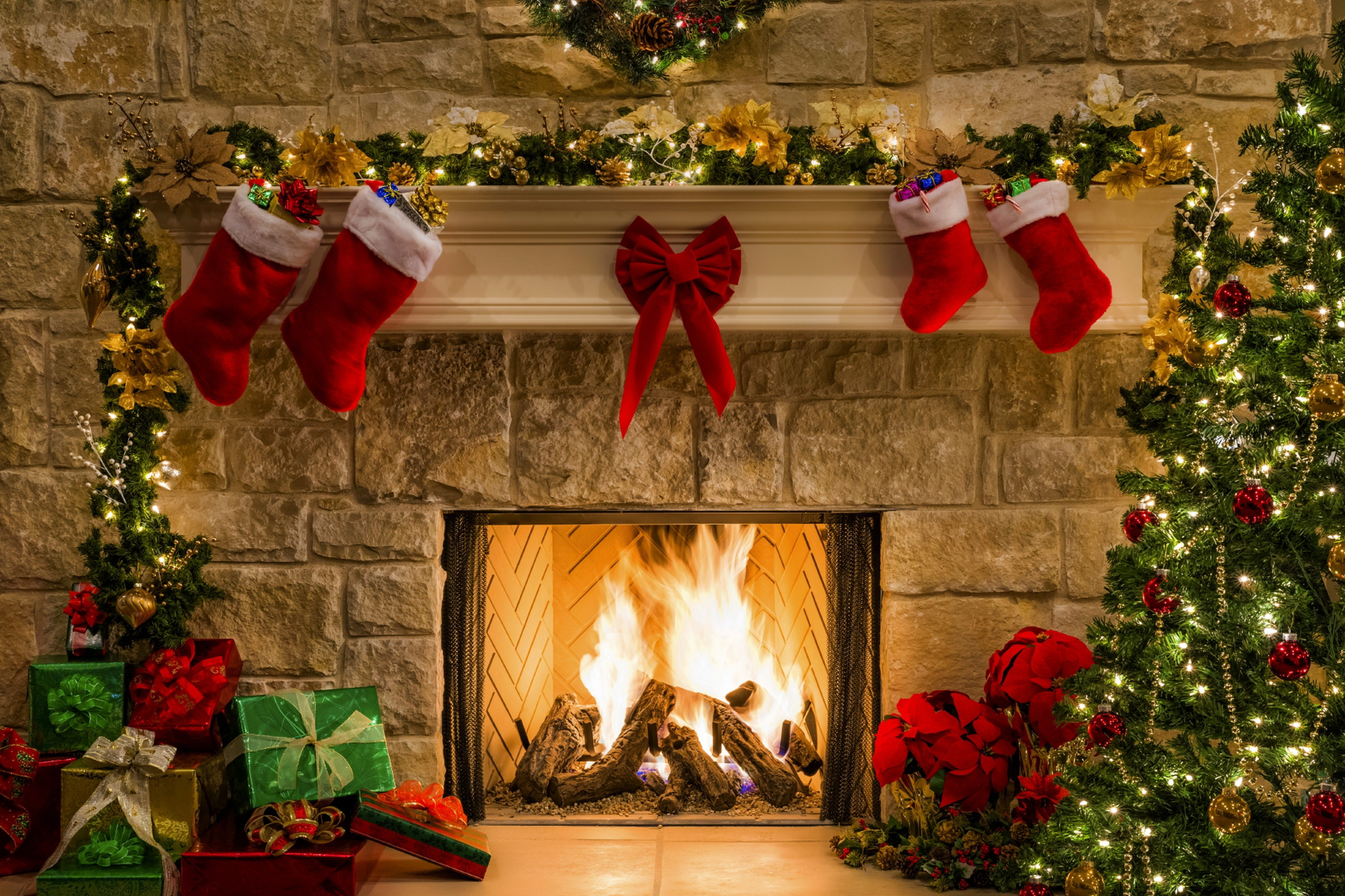 Christmas Wallpaper Fireplace  Fireplace & Knit Christmas Stockings