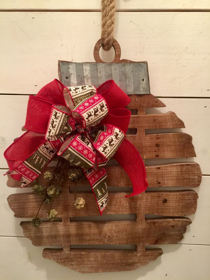 Christmas Wood Art  17 Best ideas about Farmhouse Christmas Decor on Pinterest