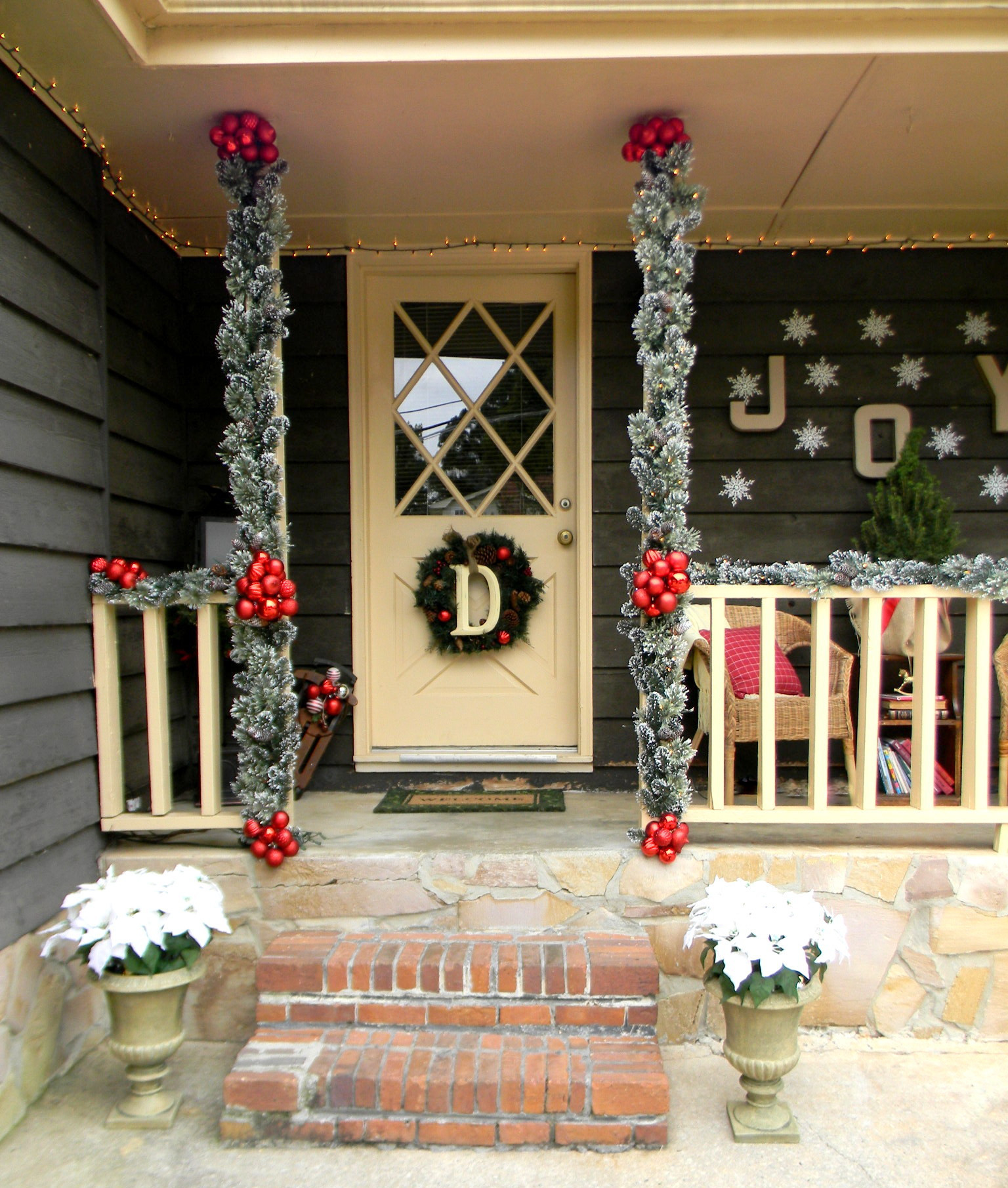 Decorating Porch For Christmas  Front Porch Christmas Decorating Ideas Country Christmas