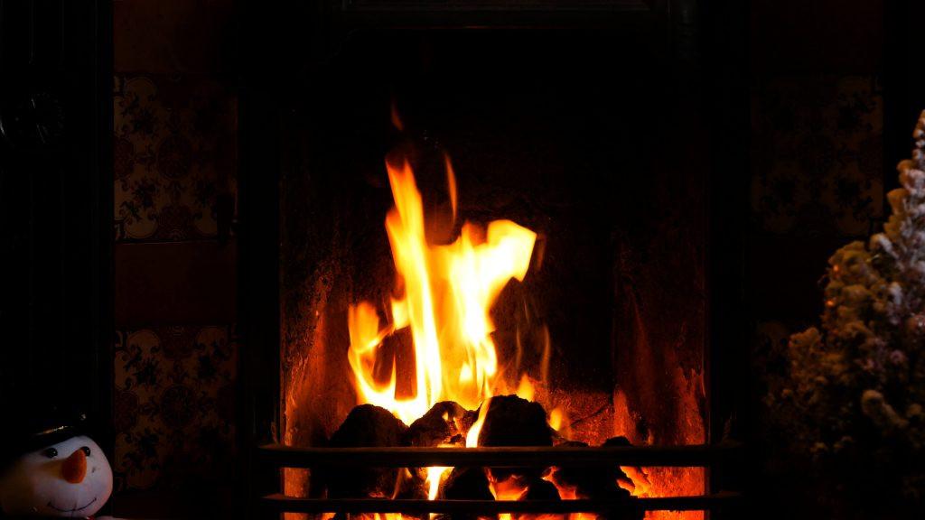 Free Christmas Fireplace Screensaver  Free Christmas Fireplace Screensaver for Uscenes Customers