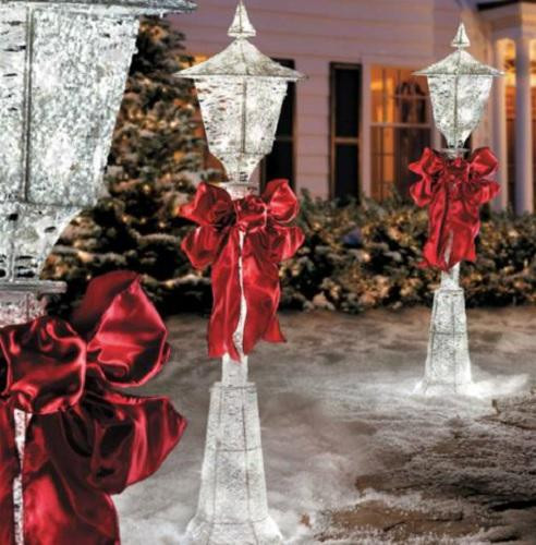 Lighted Outdoor Christmas Lamp Post  4 FOOT Lighted CHRISTMAS VICTORIAN LAMP POST WITH BOW