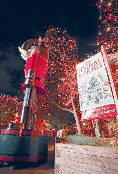 Newport Aquarium Christmas Lights  Greater Cincinnati Holiday attractions beckon families