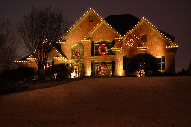 Outdoor Christmas Garland With Lights  Why St Louis area residents love lighted outdoor