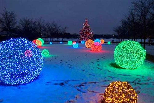 Outdoor Christmas Light Balls  27 Cheerful DIY Christmas Decoration Ideas You Should Look
