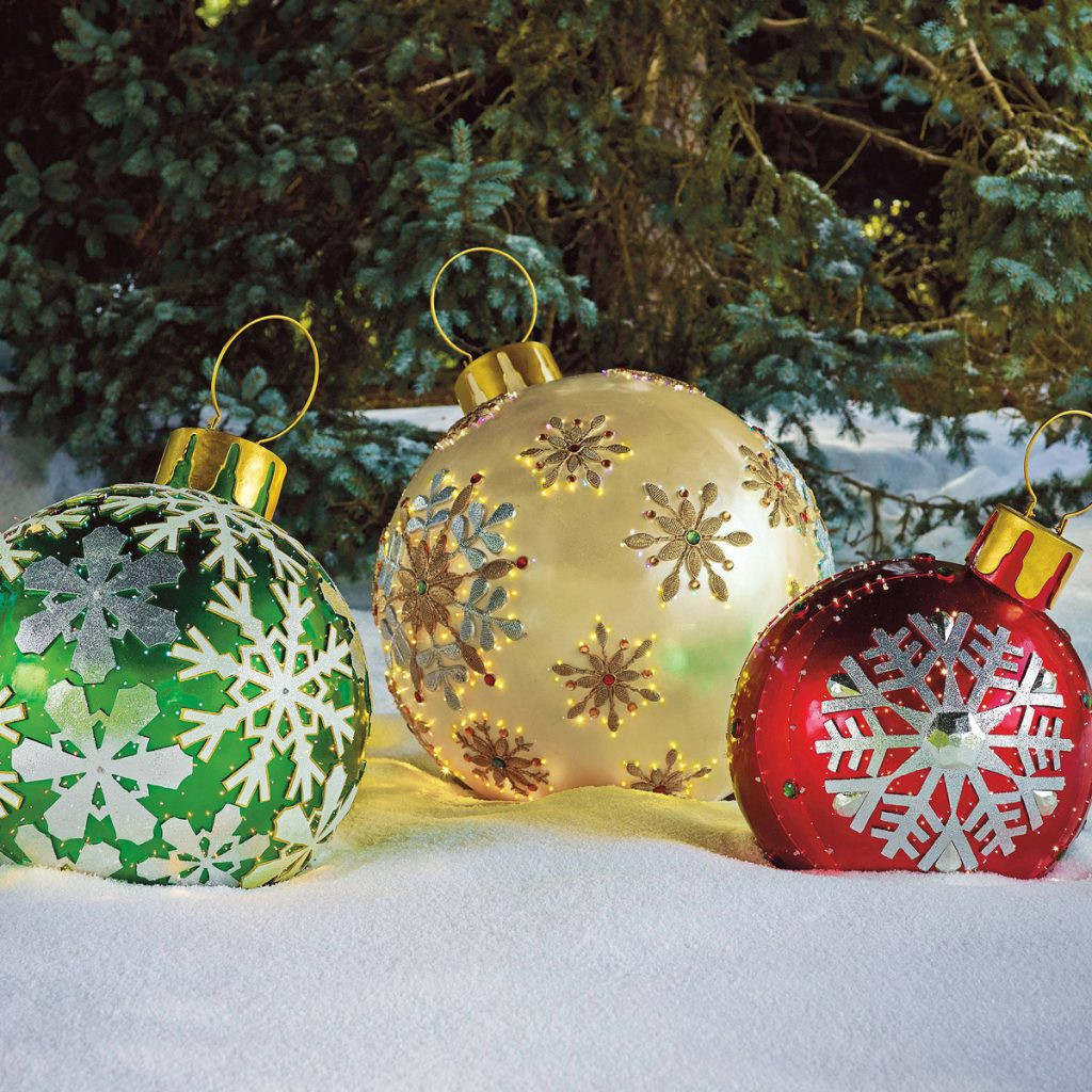 Outdoor Christmas Ornaments  r Than Life Oversized Christmas Decoration Ideas