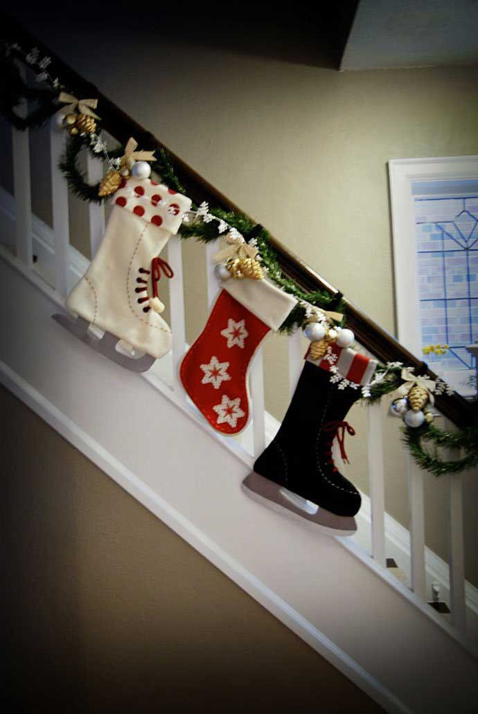 Staircase Christmas Decorations  35 Irresistible Ideas To Decorate Your Stairs in The