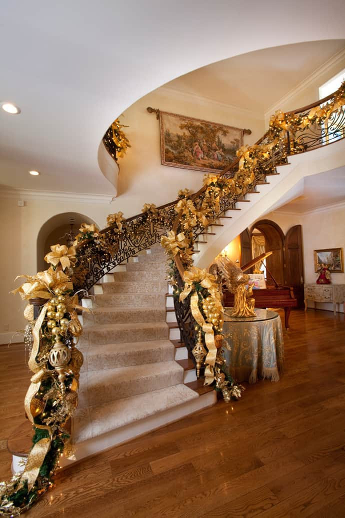 Staircase Christmas Decorations  30 Beautiful Christmas Decorations That Turn Your