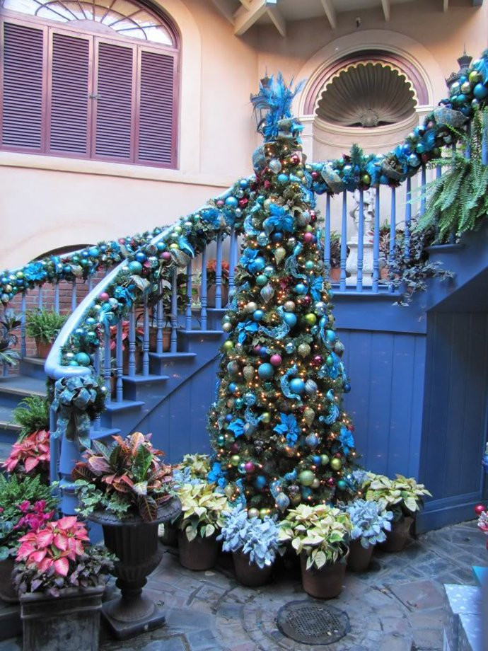 Staircase Christmas Decorations  Christmas Decoration Ideas
