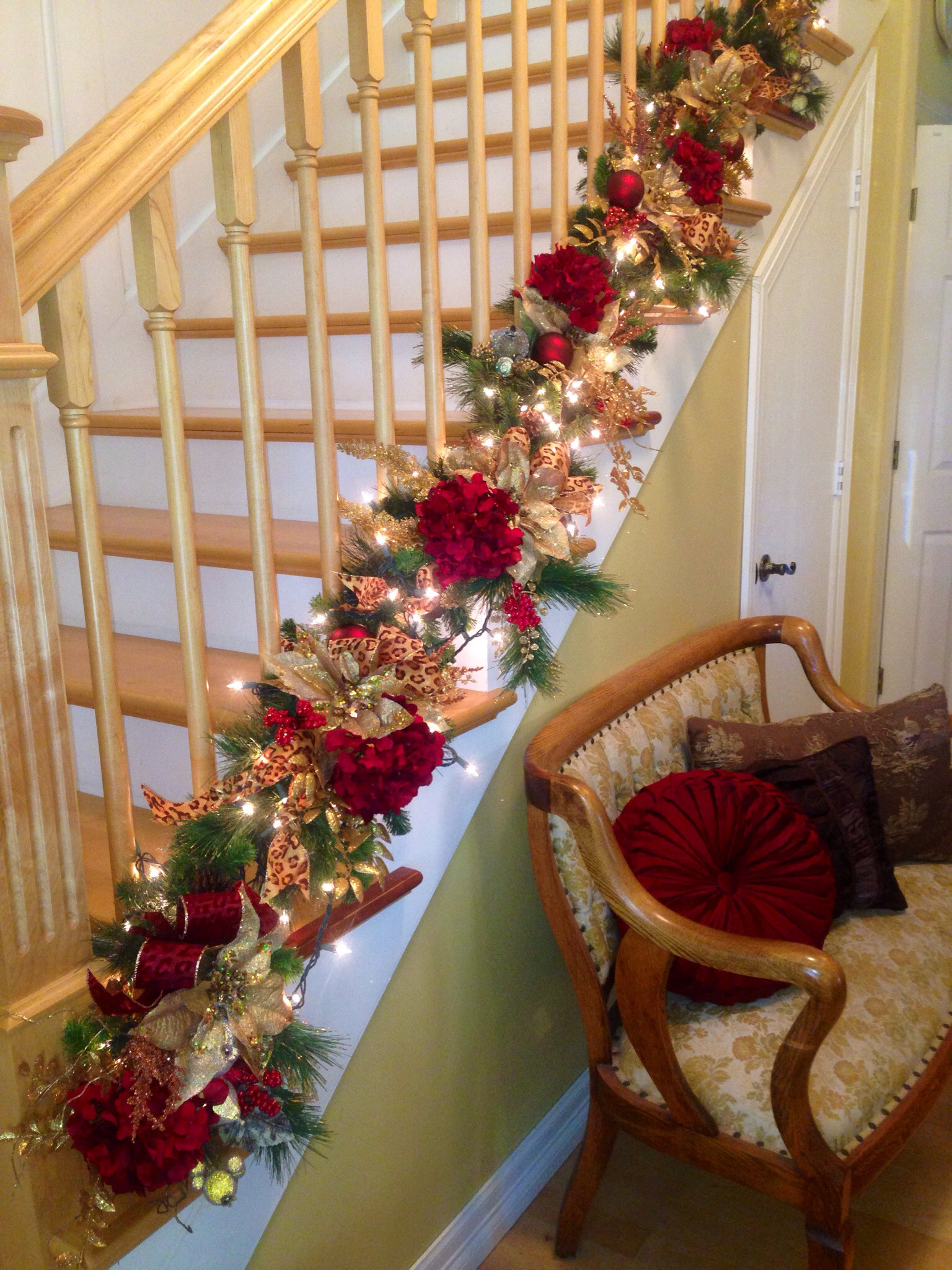 Staircase Christmas Decorations  Decorate The Staircase For Christmas – 45 Beautiful Ideas