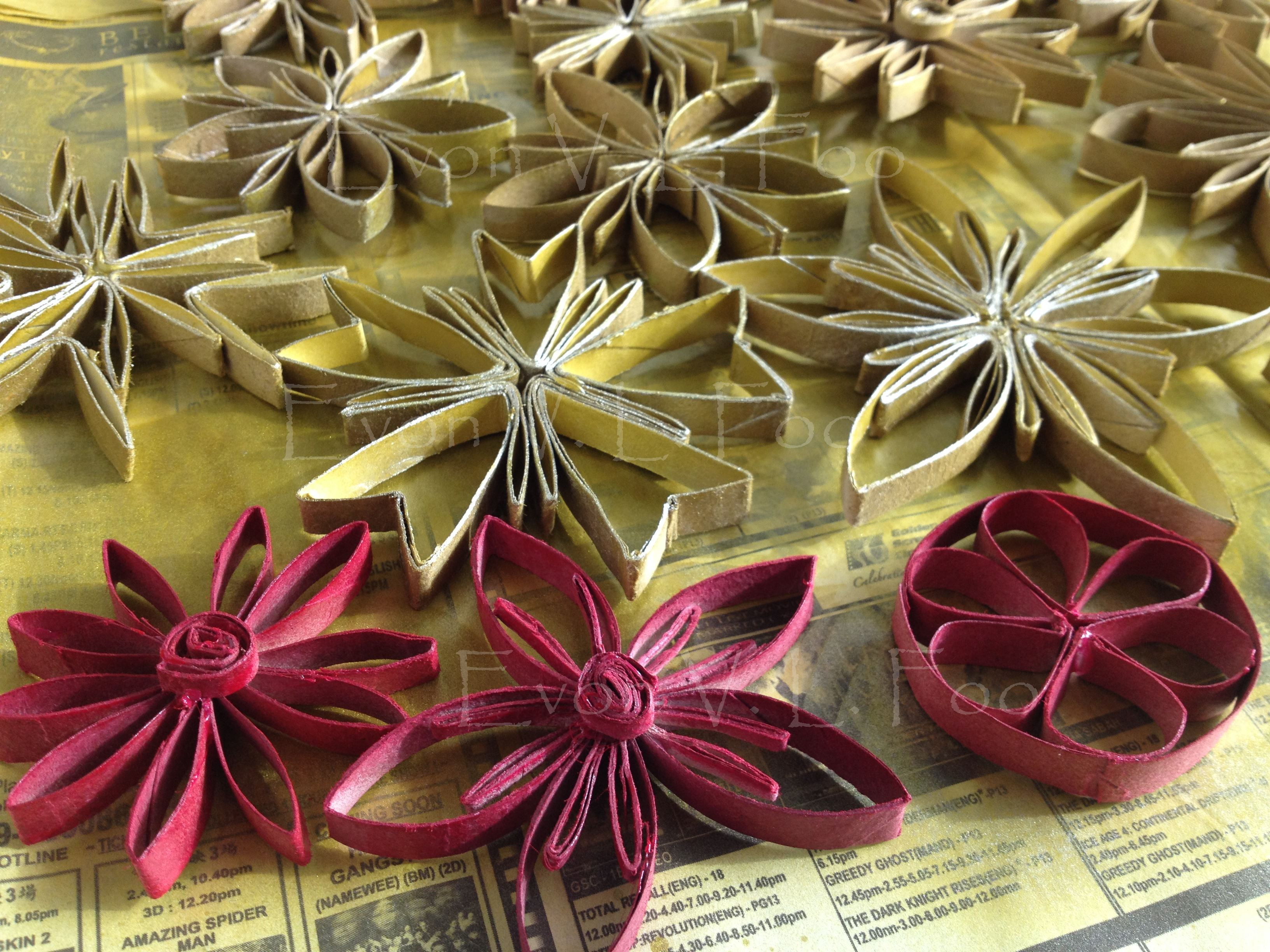 Toilet Paper Roll Christmas Ornaments  decorating miles of Christmas garlands…
